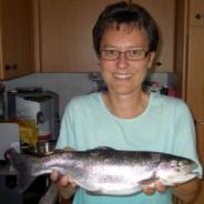 Unsere Gönnerin fängt einen Riesenfisch!